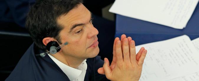 Crisi Grecia: umiliato dall'Ue e accerchiato in Parlamento, Tsipras parla al popolo