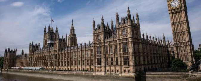 Gran Bretagna, capo della segreteria di un deputato Tory arrestato per stupro in Parlamento