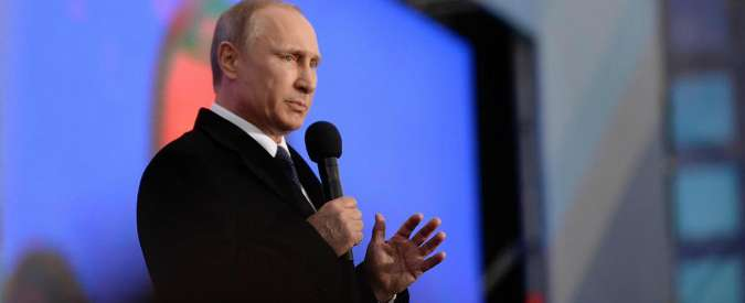 """Ucraina, Putin in Crimea: """"Umiliante vedere stranieri al governo di Kiev"""""""
