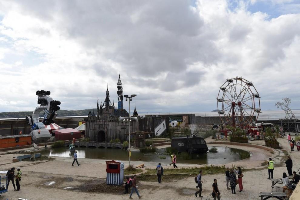 """Regno Unito, il nuovo parco diverimenti firmato Banksy: """"Dismaland"""""""