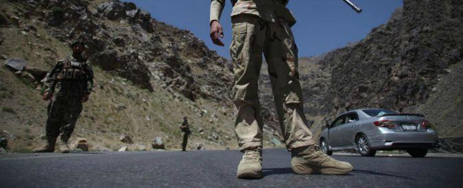 """Afghanistan, talebani avanzano verso le zone italiane. Pinotti diceva: """"Via entro ottobre 2015"""". Ora """"valutiamo se restare"""""""