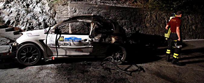 Como, incidente al rally: auto in fiamme, morti carbonizzati pilota e navigatore
