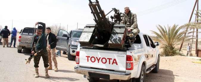 """Libia, è battaglia a Sirte: Isis bombarda quartieri residenziali. """"Uccisi 30 civili"""""""