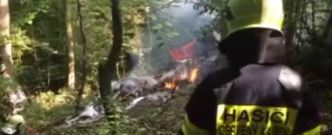 Slovacchia, collisione tra aerei durante prove show: 7 paracadutisti morti