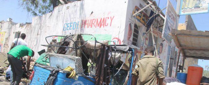 Somalia, kamikaze muore mentre aziona per errore la cintura esplosiva