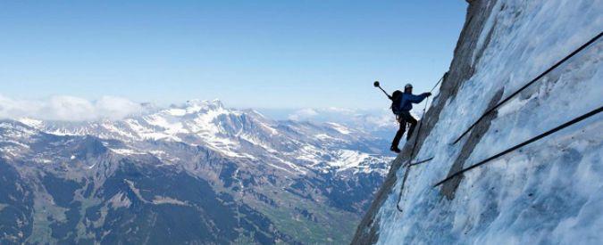 Belluno, alpinista precipita da 50 metri e muore: tragedia sul Col dei Bos