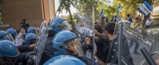 L'Aquila, tensione tra manifestanti e forze dell'ordine: Renzi costretto ad annullare la prima visita