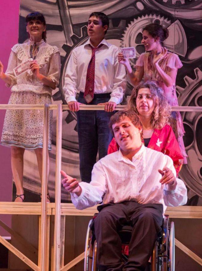 """Arte nel cuore, la prima accademia teatrale per disabili compie 10 anni: """"Ci servono fondi per poter accettare più allievi"""""""