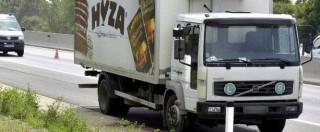 Migranti, oltre 70 cadaveri trovati nel cassone di un camion abbandonato lungo un'autostrada in Austria