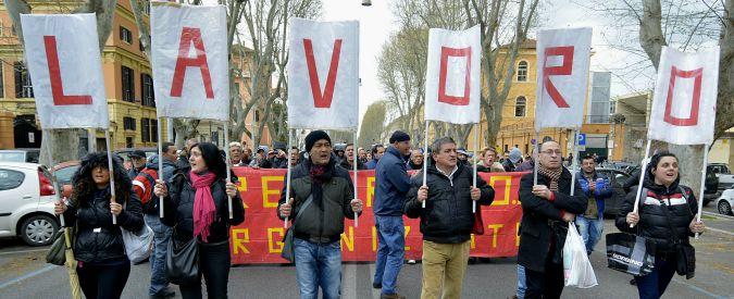 Ue fotografa l'Italia, record di giovani che non hanno né cercano lavoro: sono il 19,9%. E aumenta la povertà