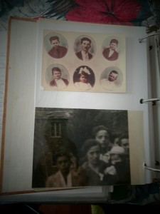 le foto dei bimbi raccolte dalla Polda nei suoi quaderni