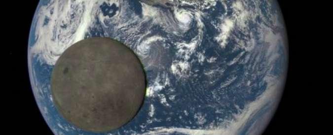 Luna, la faccia segreta e oscura del satellite e la sua danza attorno alla Terra