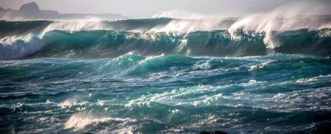 Savona, quattro turisti travolti da una mareggiata: morto un 50enne di Torino