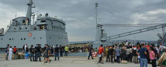 Immigrazione, arrestati in Sicilia 4 presunti scafisti. A Catania la nave con 49 salme e 312 sopravvissuti