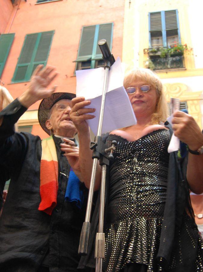 Miss trans, sabato 8 agosto il concorso di bellezza incorona la 'princesa' della Liguria. Con la mente rivolta a Don Gallo