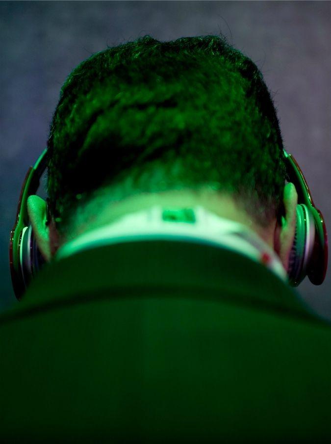Musica e neuroscienze, quando le sette note raccontano (e curano) il cervello umano