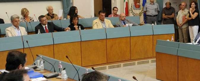 Riforma Province, Rimini per fare cassa mette tutto all'asta: dalla poltrona del presidente ai banchi