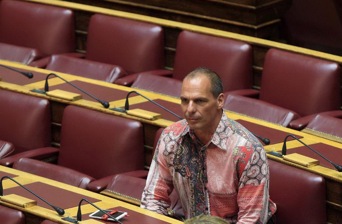 """Grecia, Varoufakis: """"Il piano di Schaeuble è imporre troika anche a Roma e Parigi"""""""