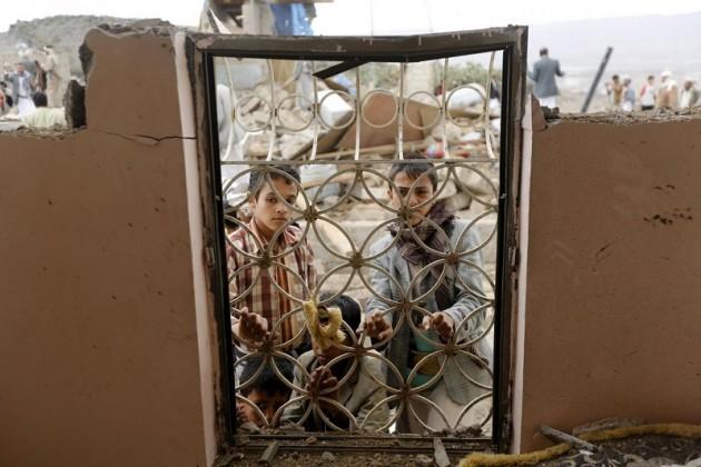 Yemen, i danni di un attacco aereo saudita a Sanaa