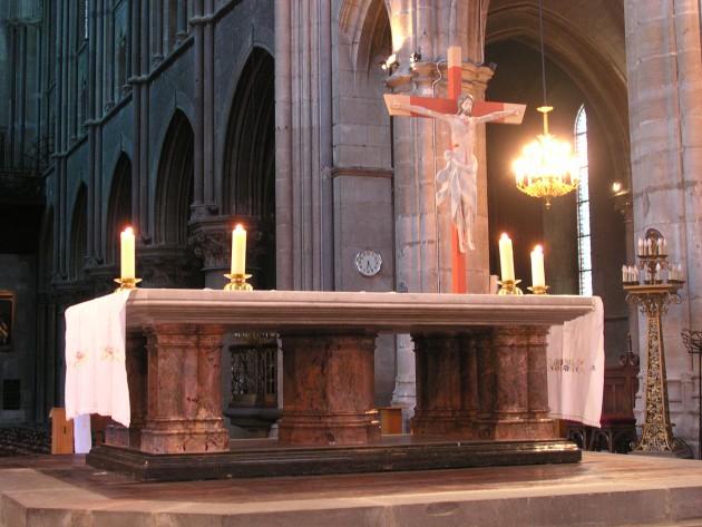 Altare chiesa messa