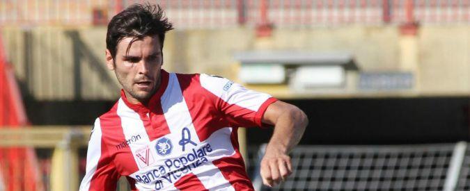 Calcio, difensore del Vicenza si scontra col portiere: è in prognosi riservata