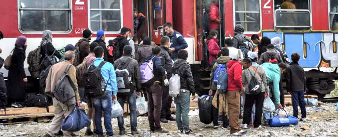 """Migranti, Danimarca approva confisca di beni oltre i 1.350 euro ai richiedenti asilo. Onu: """"Trattate i rifugiati con rispetto"""""""