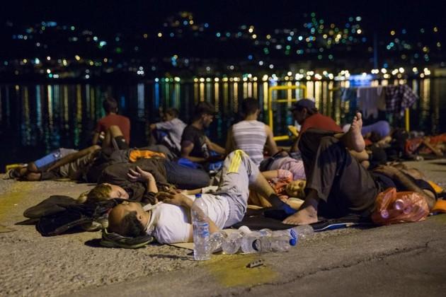 Rifugiati siriani sbarcano sull'isola greca di Lesbo