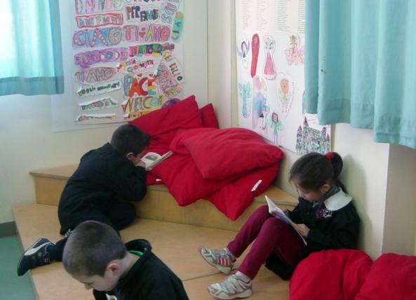 """c261c6c71073b8 Scuola senza zaino: biro e righelli sono in condivisione. E i libri restano  in classe. Le verifiche? """"Personalizzate"""""""