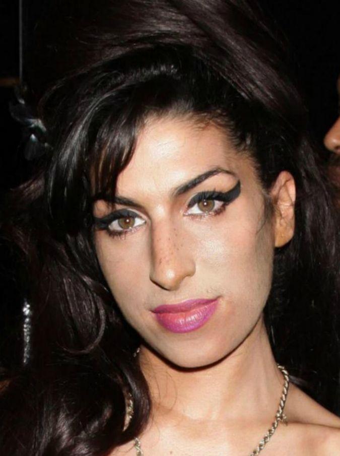 """Amy Winehouse, parla il regista del film sulla cantante: """"Siamo tutti responsabili della sua morte"""""""