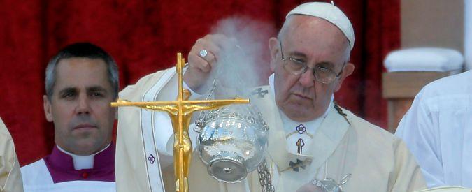 """Vaticano, """"zero trasparenza e costi fuori controllo"""". Soldi del Bambin Gesù per ristrutturare attico di Bertone"""