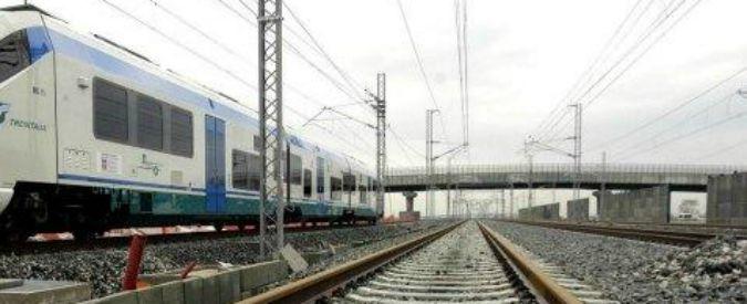 Brescia, attraversa i binari e viene investito dal treno: gravissimo 12enne