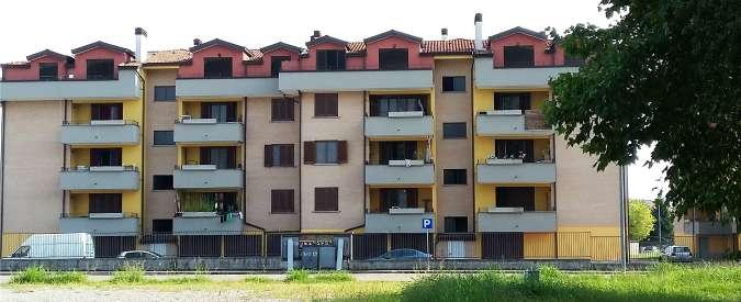 """Lodi, l'immobiliare fallisce e il """"residence di lusso"""" è occupato dagli immigrati"""