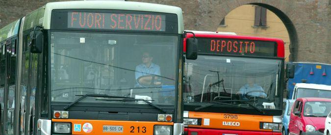 Roma, autista di autobus picchiato: quattro persone denunciate