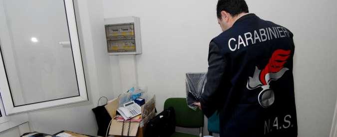 Falsi invalidi, due medici arrestati a Torino. Mazzetta nascosta in un panino