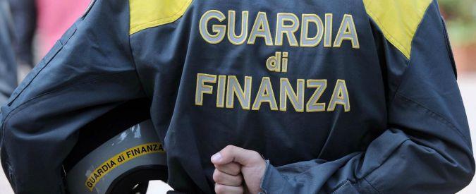 """Campania, truffa da 10 milioni nella Sanità: 50 indagati, 7 dirigenti della Regione. """"Intascavano doppia indennità"""""""
