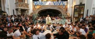 """Genny Cesarano, folla ai funerali del ragazzo ucciso. Padre Zanotelli: """"Diciamo no alla camorra"""" (FOTO e VIDEO)"""
