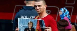 """Migranti, Germania e Austria aprono i confini. Merkel: """"No limiti a richieste d'asilo"""". A Monaco siriani accolti da applausi e inno Ue"""