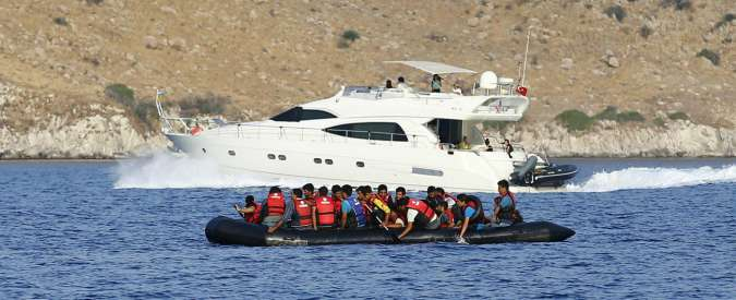Migranti, traghetto contro gommone al largo della Turchia: 13 morti