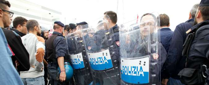 """Mr Job, proteste Cobas a Bologna contro la coop. Sindaco: """"Inaccettabile, città in tilt a causa di 30 persone"""""""