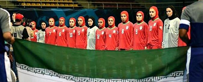"""Iran, accuse alla federazione calcio: """"Otto uomini nella nazionale femminile"""""""