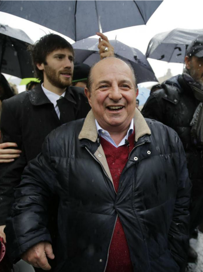 """Gianni Morandi nega un selfie a Magalli e lui si sfoga su Facebook: """"I like non fanno la felicità"""""""