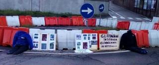 """Migranti, a Tradate manifestazione con manichini senza testa: """"Basta invasione"""""""