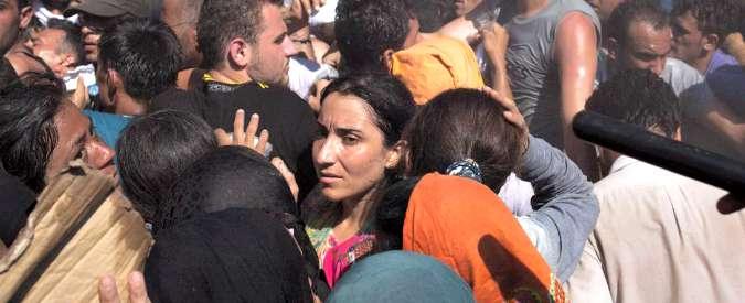 """Migranti, Regno Unito: """"No a quote Ue, accogliamo 15mila profughi"""". Ipotesi raid contro Isis in Siria"""