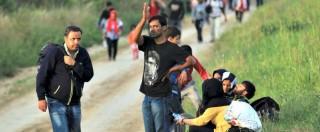 Migranti, centinaia al confine tra Serbia e Croazia: la nuova rotta per aggirare l'Ungheria. Zagabria: 'Li faremo passare'