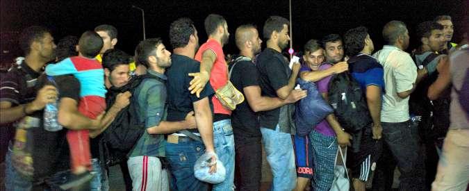 """Migranti, Ue: """"3 miliardi alla Turchia per controllare confini e fermare siriani"""". Ma i leader frenano"""