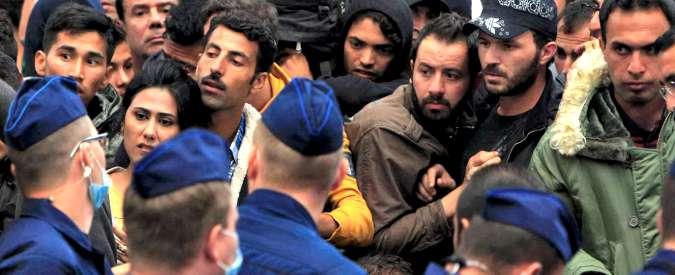 """Migranti, bozza Ue: """"Possibile sospendere Schengen in caso di pericolo per l'ordine pubblico"""""""