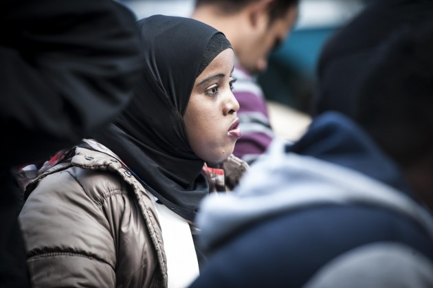 Bruxelles, gli aiuti alla tendopoli dei migranti