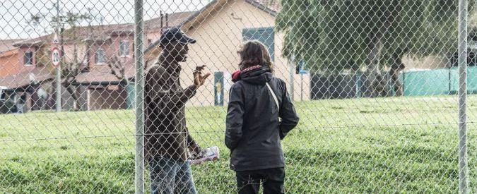 Catania, migranti aggrediti e rapinati fuori dal Cara di Mineo. Fermati tre giovani