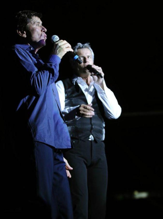 Capitani coraggiosi, Claudio Baglioni e Gianni Morandi sul palco insieme: un concerto per far cantare la gente