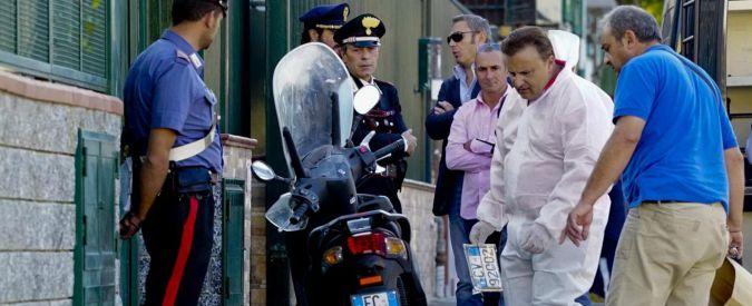 Napoli, poliziotto fuori servizio reagisce a una rapina e ferisce un 17enne